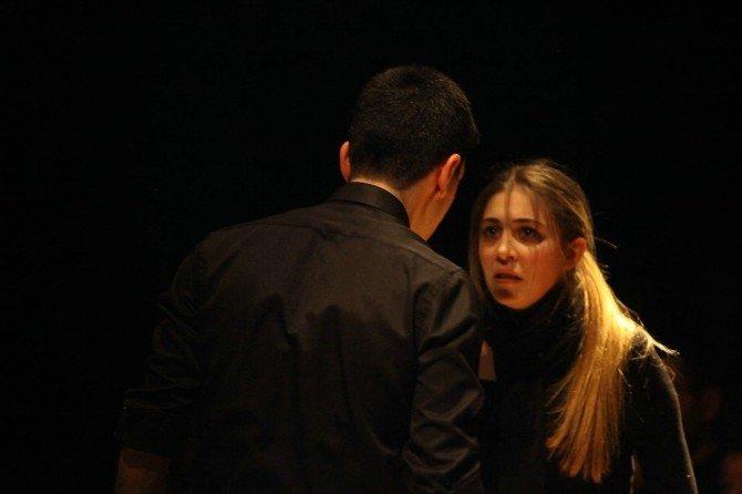 """Odunpazarı'nda """"Ölüm Ve Kız"""" Tiyatrosunu Bin 500 Kişi İzledi"""