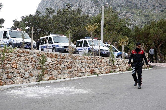 Çiftlikte Toplanan Suç Makinelerine Baskın: 13 Gözaltı