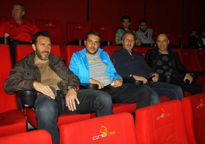 Manisasporlu Futbolcular Forum Magnesia'da Sinema Keyfi Yaşadı