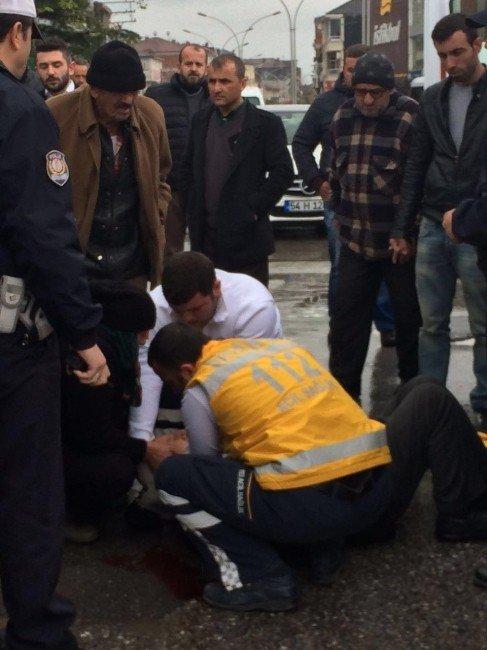 Sakarya'da Motosiklet İle Bisiklet Çarpıştı: 2 Yaralı