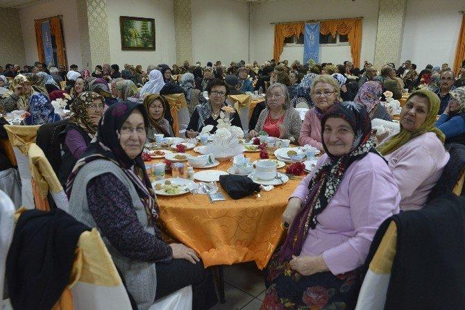 Tepebaşı 'Yaşlılar Haftası' Dolayısıyla Yemek Düzenledi