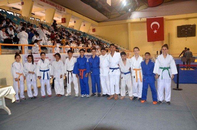 Türkiye Okullararası Yıldızlar Judo Grup Müsabakası Adana'da Başladı