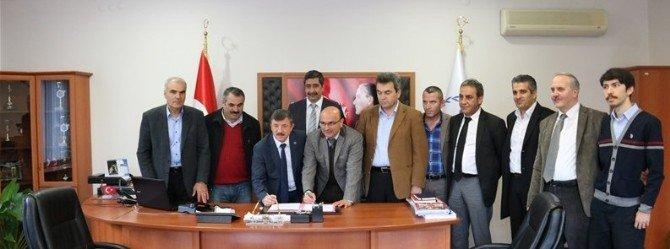 Altınova Spor Salonu'nun Altınova Belediyesi'ne Devir İşlemi Yapıldı