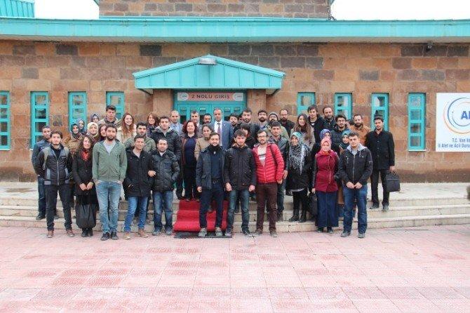 YYÜ Mimarlık Fakültesi Öğrencileri AFAD'ı Ziyaret Etti