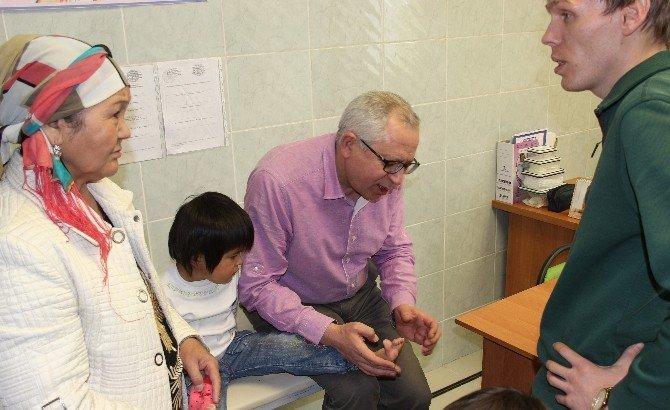 Çocuk Cerrahisi Profesörleri Ahmet Yesevi Üniversitesi'nde