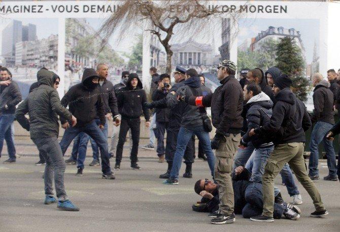 Brüksel'de Olay Çıkaran Aşırı Sağcılara Polis Müdahalesi