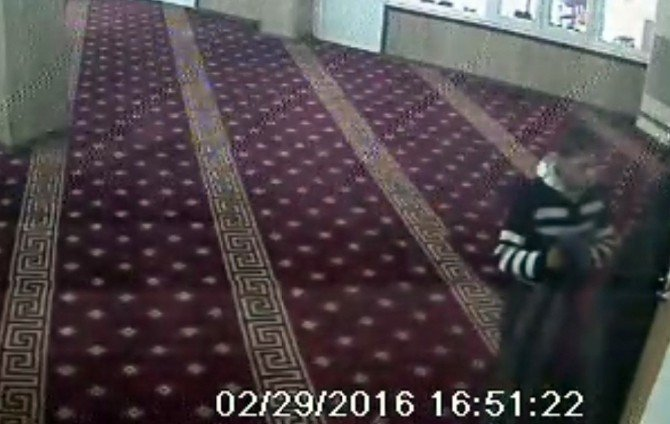 Namaz Bahanesiyle Girdiği Camide Hırsızlık Yaptı