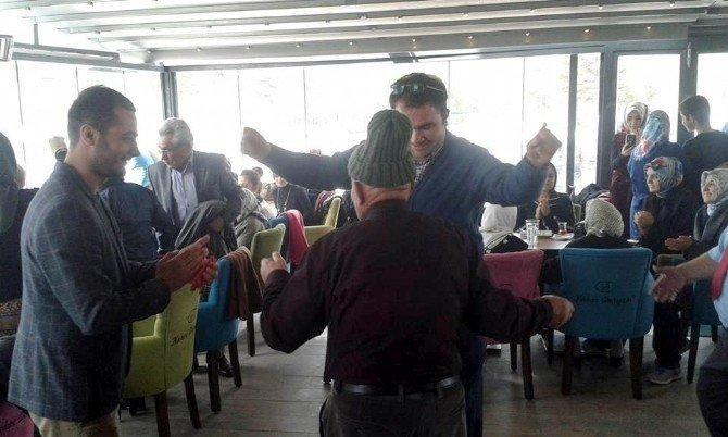 Gönüllü Gençler Ve Yaşlılar Hep Birlikte Doyasıya Eğlendi