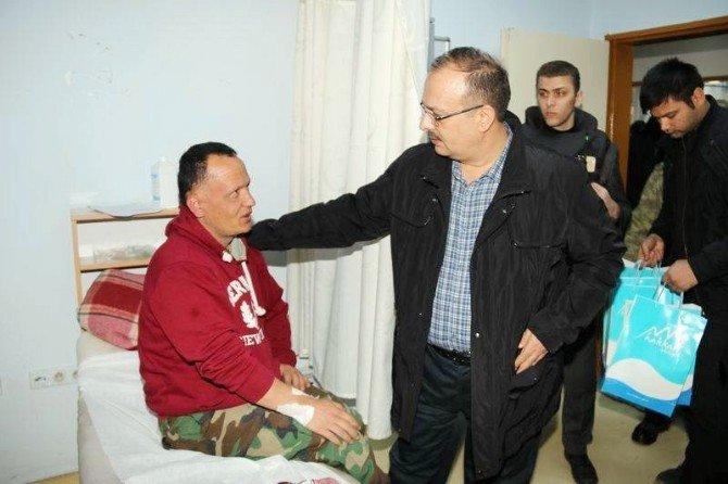 Hakkari Valisi Canbolat'tan Yaralı Asker Ve Polise Ziyaret