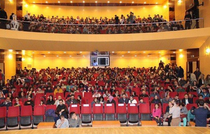 Kırklareli'nde, Tiyatro Şenliği 'Kayıp Aranıyor' Oyunuyla Başladı