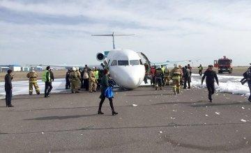 Kazakistan'da pilot, ön uçuş takımı açılmayan uçağı indirmeyi başardı