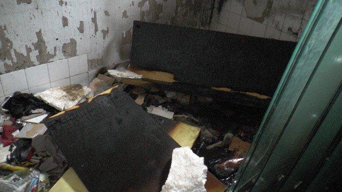 Cami Yakınında Bulunan Metruk Binada Çıkan Yangın Korkuttu
