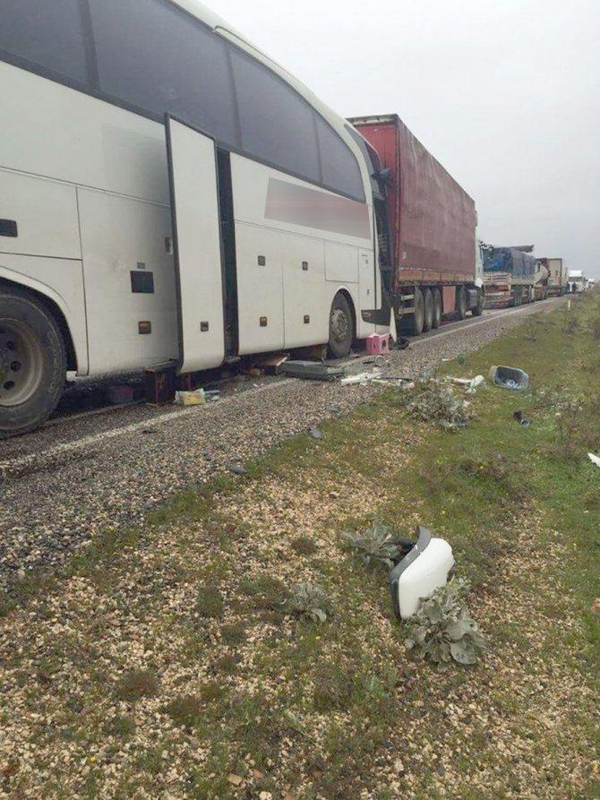 Midyat-İdil arasında trafik kazası