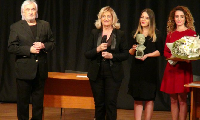 İsmail Dümbüllü Ödülü, Nejat Uygur'a verildi