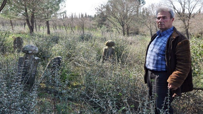 Tarihi Osmanlı Mezar Taşları Çalınıyor