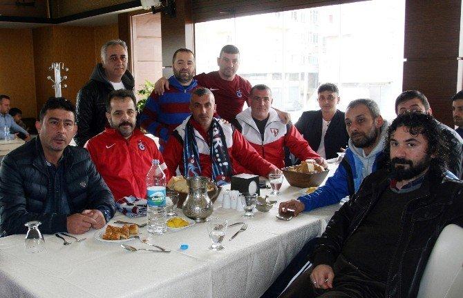 Trabzonspor Ve Samsunspor Taraftarları Bir Araya Geldi
