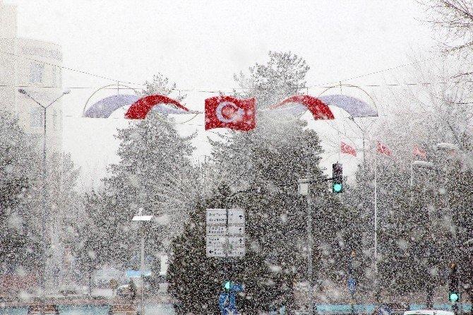 Erzurum Baharda Kış Yaşıyor