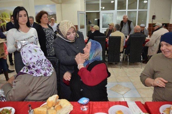 Vali Kahraman Ve Eşi Huzurevi Sakinlerini Yalnız Bırakmadılar