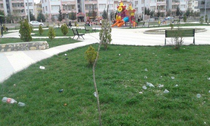 Mahalle Sakinleri Parkı Kirleten Öğrencilere Tepkili
