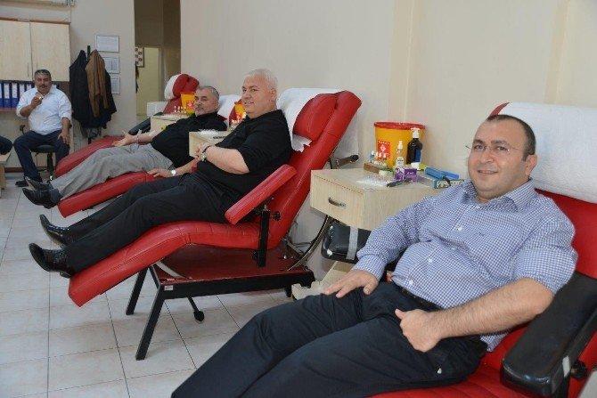 Anadolu Aslanları Kızılay'a Kan Verdi