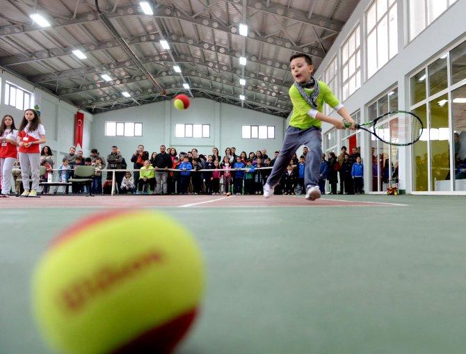 Ertuğrul Sağlam'da tenis fırtınası