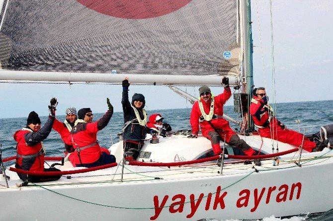 Bursa'da Yelkenliler Kıyasıya Yarıştı