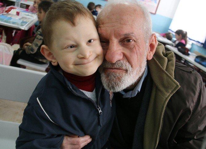 73 Yaşındaki Dede, Böbreğiyle Torununu Hayata Bağladı