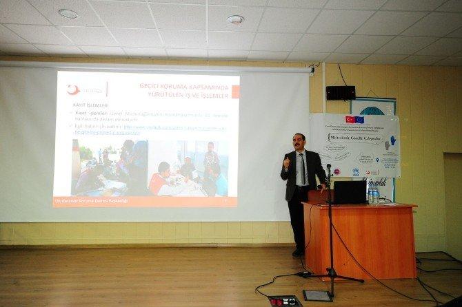 Van'da 'Mültecilerle Gönüllü Çalışmalar' Paneli