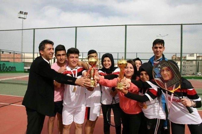 Nevşehir'de Kort Tenis Birincisi Gülşehir Çok Programlı Anadolu Lisesi Oldu