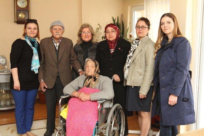 Kadın Meclisi Yaşlıları Ziyaret Etti