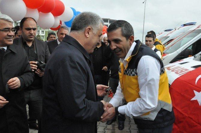 Kars'a Sağlık Bakanlığı'nca Gönderilen Ambulanslar Dualarla Hizmete Sokuldu