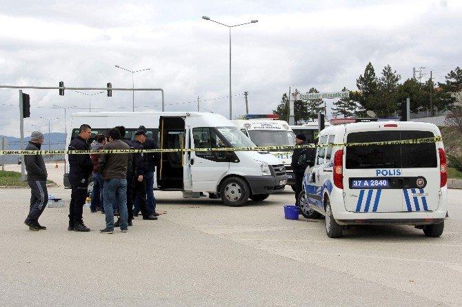 Polis Memuru Minibüste İntihar Etti