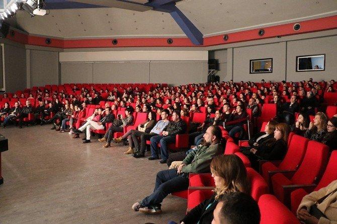 Dünya Tiyatrolar Günü Kadavra Oyunu İle Kutlandı