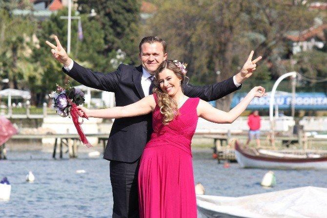Bu Kez Düdüğünü Evlilik İçin Çaldı