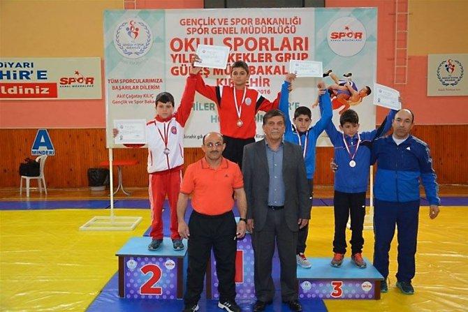 Okullar arası grekoromen güreş şampiyonu Kayseri oldu