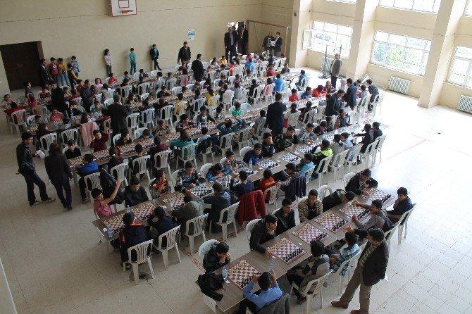 Düziçi'de Kurtuluş Satranç Turnuvası Düzenlendi