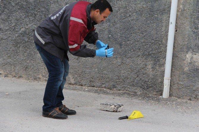 Sokak Ortasında Başından Vuruldu