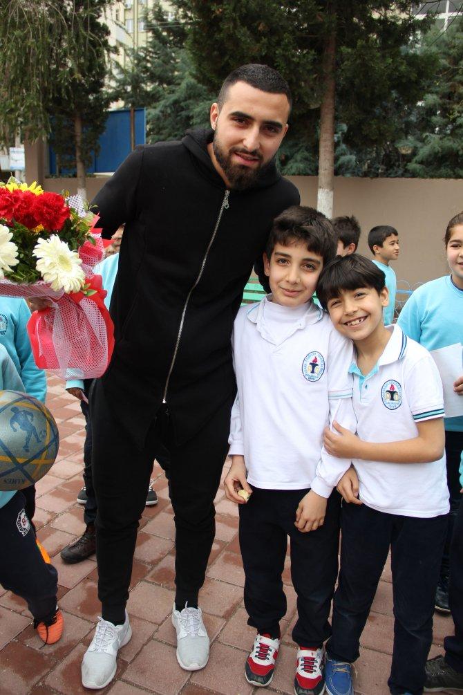 Adanasporlu oyuncular öğrencilerle buluştu