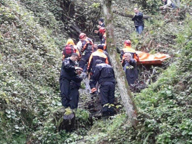 Rize'de Kayıp Şahsın Otomobiliyle Uçuruma Yuvarlandığı Ortaya Çıktı