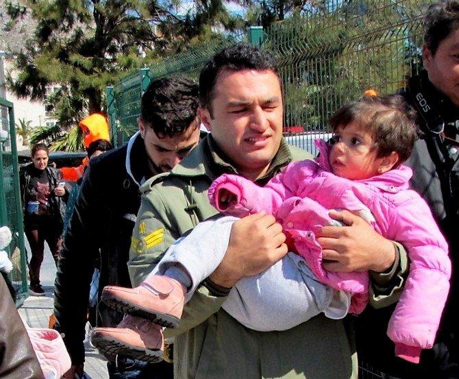 Çeşme'de 54 Sığınmacı Daha Yakalandı