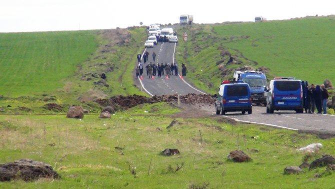 Siverek'te askeri aracın geçişi sırasındaki patlamada 3 asker yaralandı