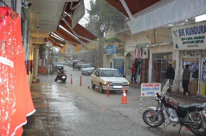 Viranşehir'de Dolu Yağışı Hayatı Olumsuz Etkiledi