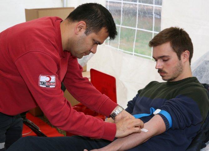Çukurova Üniversitesi'nden kan bağışına destek