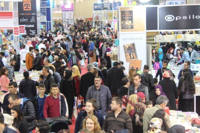 Bursa kitap fuarını 169 bin kişi gezdi