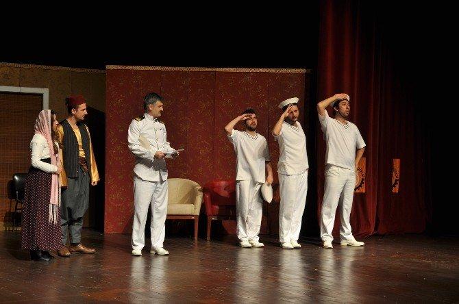 """Uşak'ta """"Bahriyeli Yarim Var"""" Tiyatro Gösterisi"""