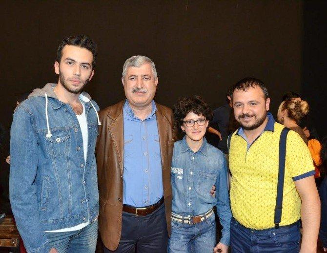 Suriyeli Öğrenci Tiyatro Oyununda Rol Aldı