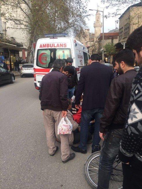 Bisiklet Otomobilin Kapısına Çarptı: 1 Yaralı