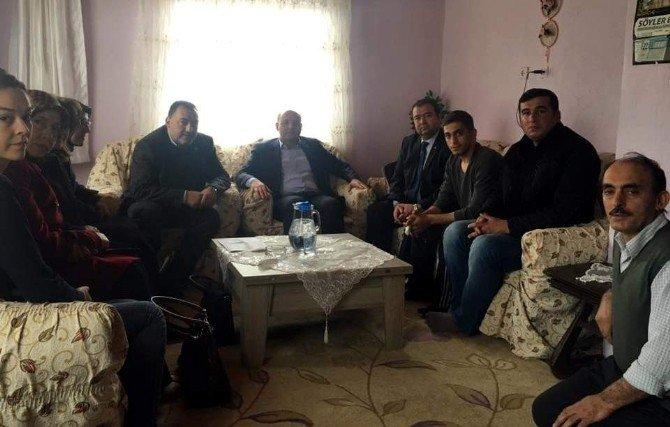 AK Parti Heyetinden Yaralı Askere 'Geçmiş Olsun' Ziyareti