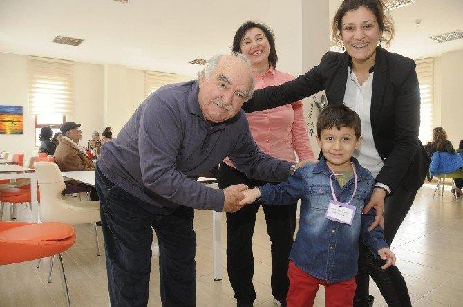 Minik Öğrencilerden Yaşlılara Ziyaret