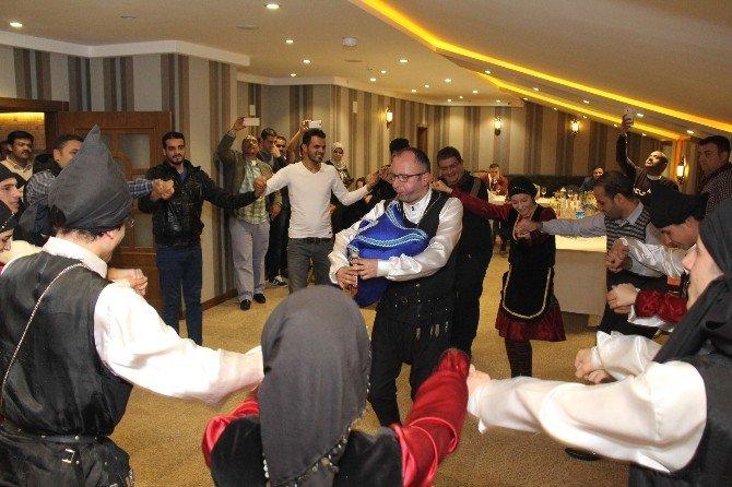 Arap Turizmcilerin Horon Keyfi